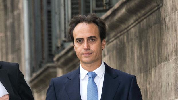 El diputado autonómico del PP y concejal de Palma, Álvaro Gijón, a su llegada a los juzgados