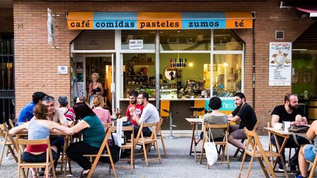 Imagen de la terraza de la cafetería La Ola Fresca