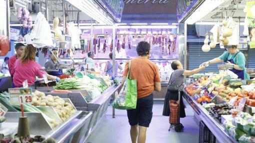 Actividad en el Mercado Maravillas de la calle Bravo Murillo