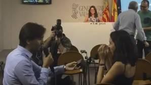 Piden matrimonio a una redactora de ABC en una rueda de prensa