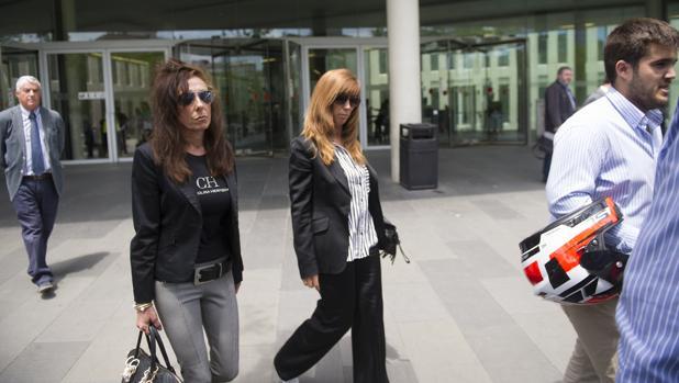 Las dos mujeres agredidas, tras comparecer ante el juez