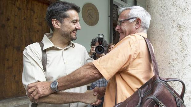 Jordi Peris, candidato de Valencia en Comú en las elecciones, con el alcalde, Joan Ribó