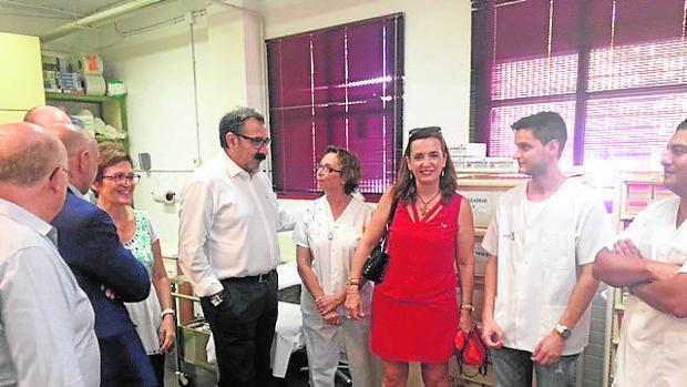 El consejero de Sanidad visitó el Punto de Atención de Urgencias Médicas instalado en la Feria de Albacete