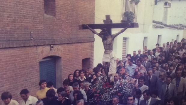 El Cristo de las Misericordias en procesión, en 1981