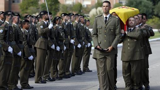 Honoros militares en la despedida del soldado