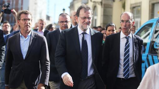 Rajoy, a su llegada al lugar del accidente, el viernes por la tarde