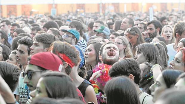 Jóvenes asistentes al festival