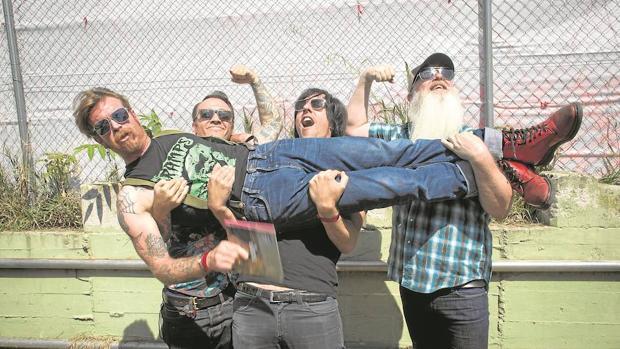 Dcode Festival:  Eagles of Death Metal: «Nuestra música son como siete horas de viagra musical»