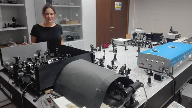 Elena Caballero, en su laboratorio de la Facultad de Ciencias Ambientales y Bioquímica en Toledo