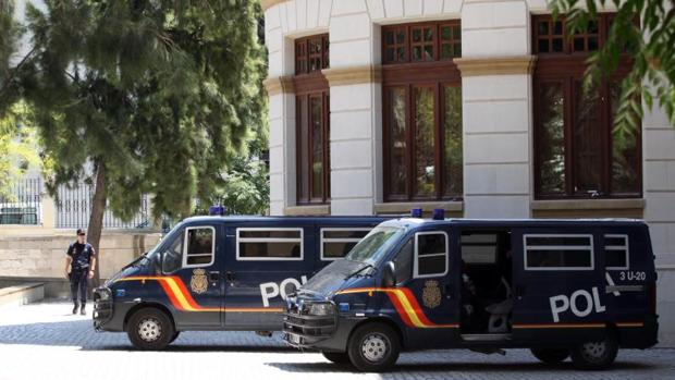Efectivos de la Policía Nacional en Alicante