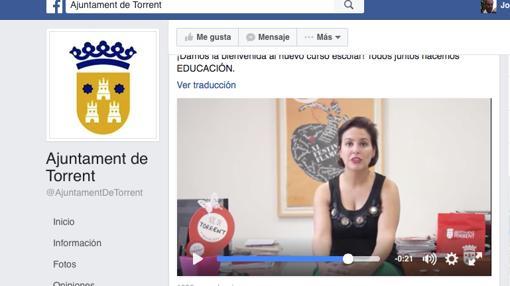 La actual concejal de Educación de Torrent, Patricia Sáez, en el mismo vídeo