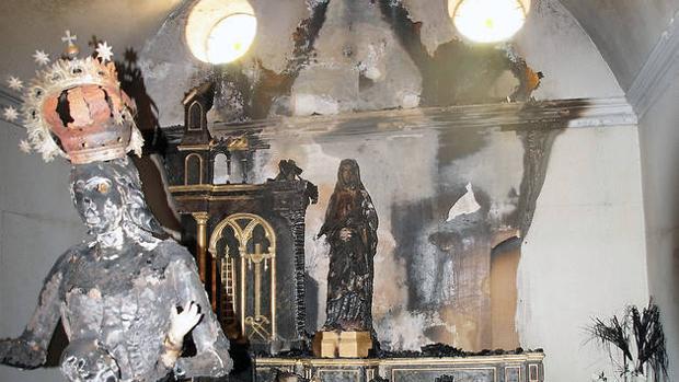 Prohíben a un marroquí acercarse a iglesias católicas tras quemar a una Virgen en un templo de Navarra