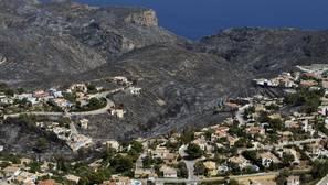Los incendios de Jávea y Bolulla sigue activos una semana después sin que se sepa quién los provocó