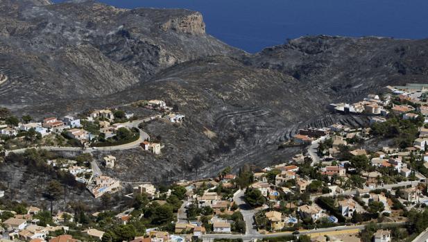 Vista general de la zona afectada por el incendio de Jávea y Benitatxell
