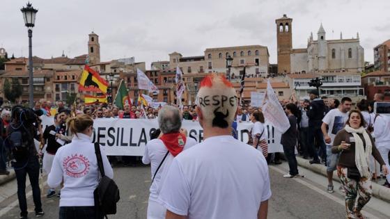 La manifestación avanza hacia la rotonda