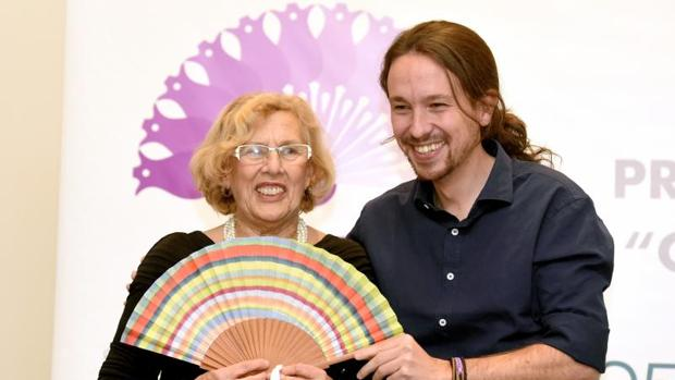 La alcaldesa de Madrid, Manuela Carmena, y Pablo Iglesias