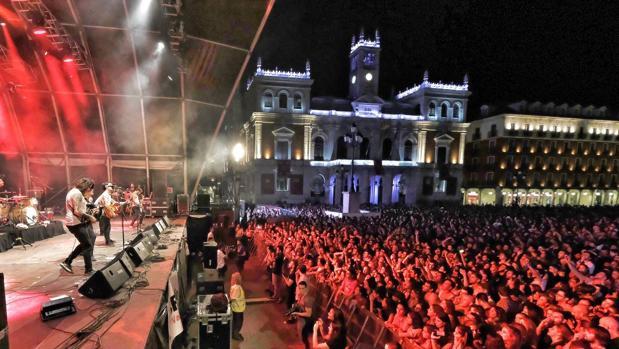 Plaza Mayor de Valladolid durante el concierto de La M.O.D.A