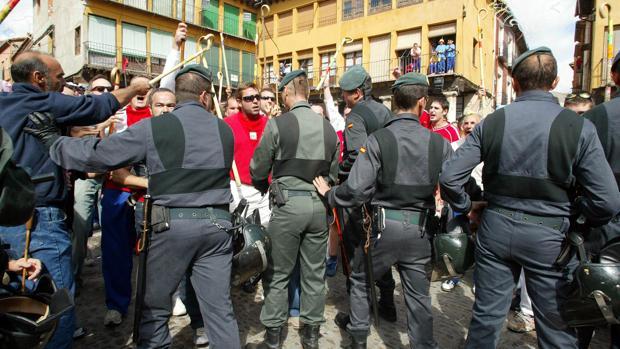 Efectivos de la Guardia Civil en Tordesillas, en una pasada edición del extinto Toro de la Vega