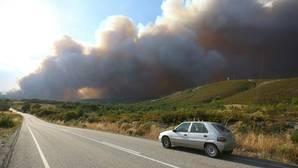 Desalojan tres municipios cercanos al incendio declarado en Fabero (León)