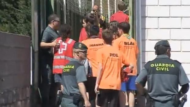 Compañeros de la fallecida, atendidos por la Guardia Civil y psicólogos tras el accidente, el 19 de julio pasado