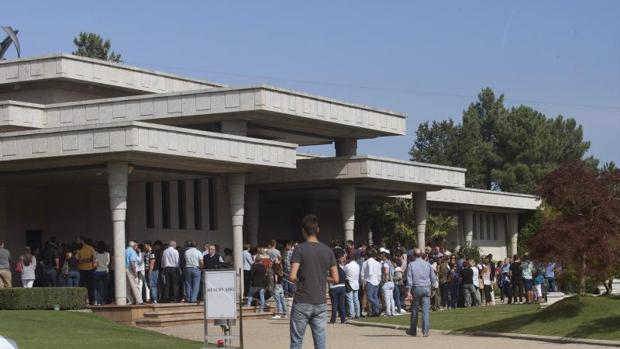 Cientos de personas acompañaron a las familias de las víctimas en su último adiós