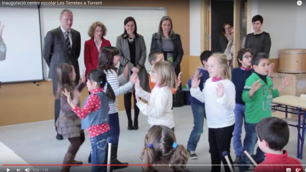 Video de la inauguración del colegio, de donde salieron las imágenes, con las autoridades de cuerpo entero