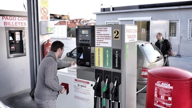 Imagen de archivo de una gasolinera sin personal