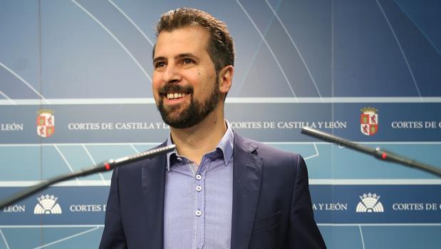 Tudanca ha comparecido en las Cortes tras la reunión del PSCL