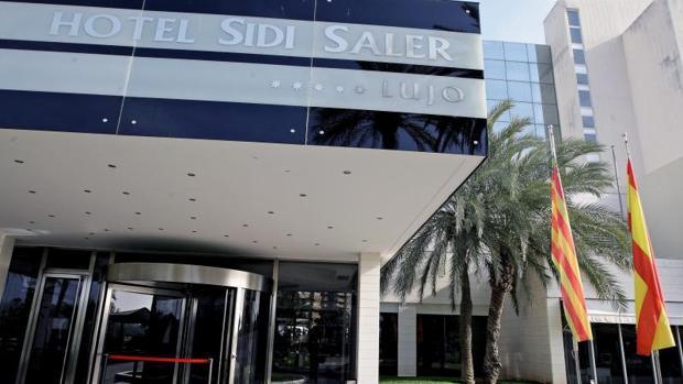 Entrada al hotel Sidi Saler de Valencia.