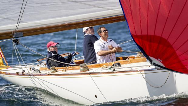 El Rey Don Juan Carlos a bordo del Acacia