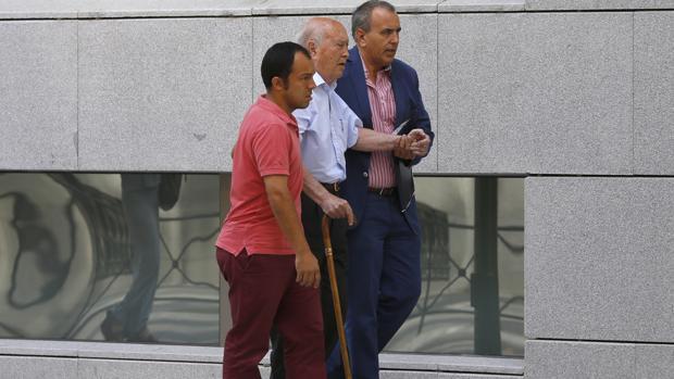Álvaro Lapuerta llega a la Audiencia Nacional con ayuda