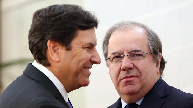 F. Carriedo y Herrera durante la reunión de ayer del Gobierno regional