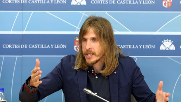 Pablo Fernández, de Podemos, durante su comparecencia en las Cortes