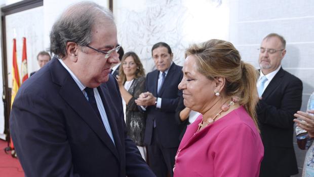 El presidente de la Junta se despide de Rosa Valdeón