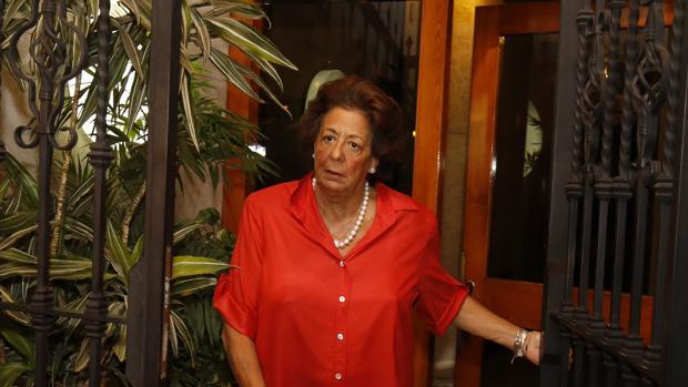 Rita Barbera, fotografiada este miércoles a la salida de su casa en Valencia
