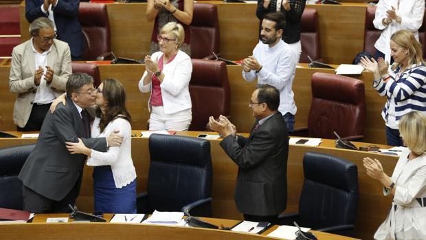 Puig y Oltra se besan durante el Debate de Política General