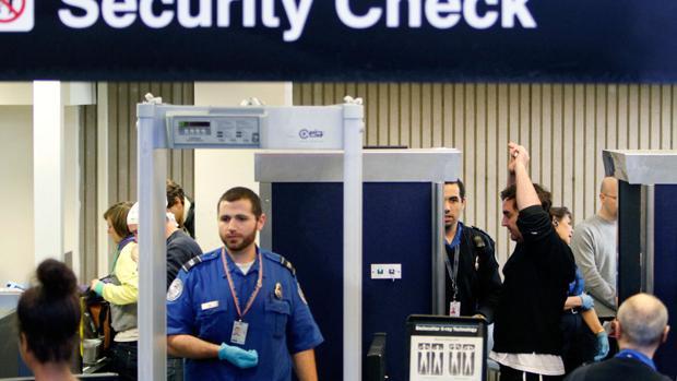 Un control de seguridad en un aeropuerto