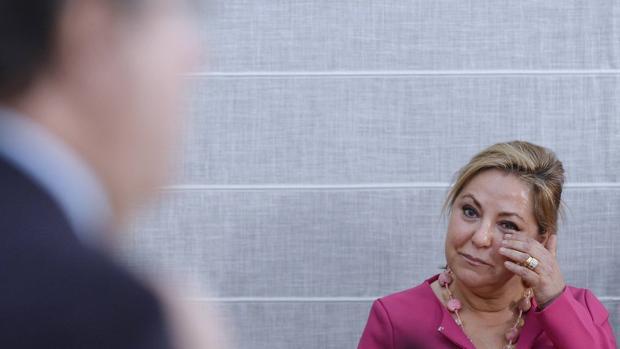 Rosa Valdeón, emocionada ante las palabras de Juan Vicente Herrera en el acto de toma de posesión de los nuevos cargos regionales