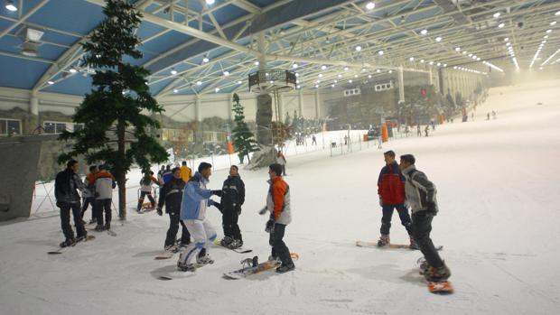 Pista de esquí en el interior del centro comercial Xanadú
