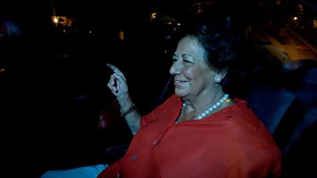 Imagen de Rita Barberá tomada este miércoles frente a su domicilio de Valencia