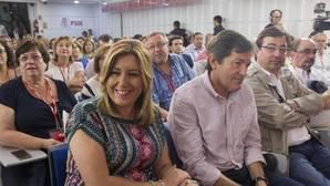 Los líderes autonómicos críticos con Sánchez se rebelan contra Ferraz