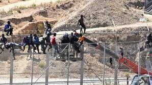 Detenidos en Ceuta tres inmigrantes que lanzaron piedras de gran tamaño a la Guardia Civil