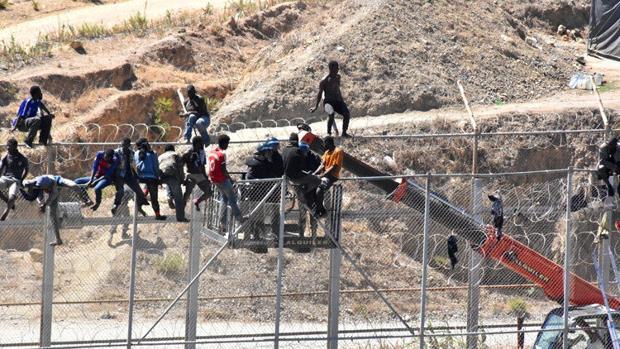 La agresión sucedió el sábado pasado, cuando 150 inmigrantes se encaramaron en las vallas de Ceuta