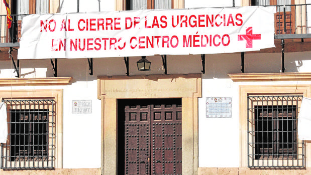 Pancarta reivindicativa en Tembleque contra el cierre de las Urgencias