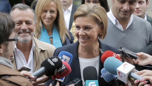 María Dolores de Cospedal, este jueves, durante su visita a Galicia
