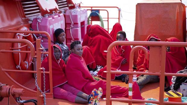 Rescate en Alboral esta semana de 53 inmigrantes que viajaban en una patera