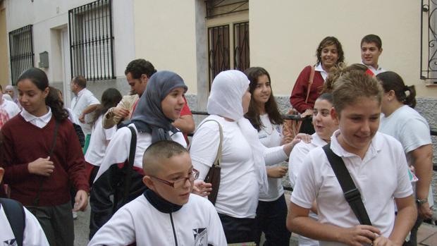 Imagen de archivo de varias estudiantes con el hiyab