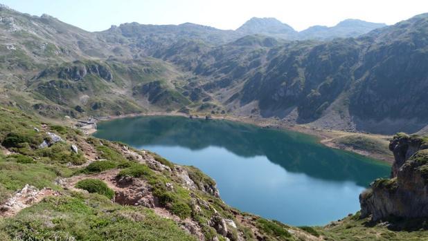 Imagen de los lagos de Somiedo