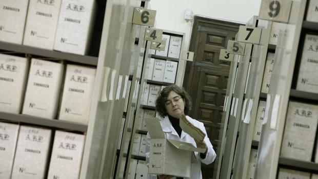 Los archivos municipales, además de su función administrativa, encierran también un significativo valor histórico
