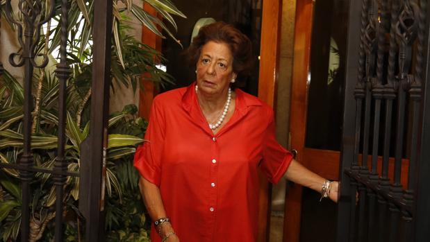 Rita Barberá, a las puertas de su domicilio
